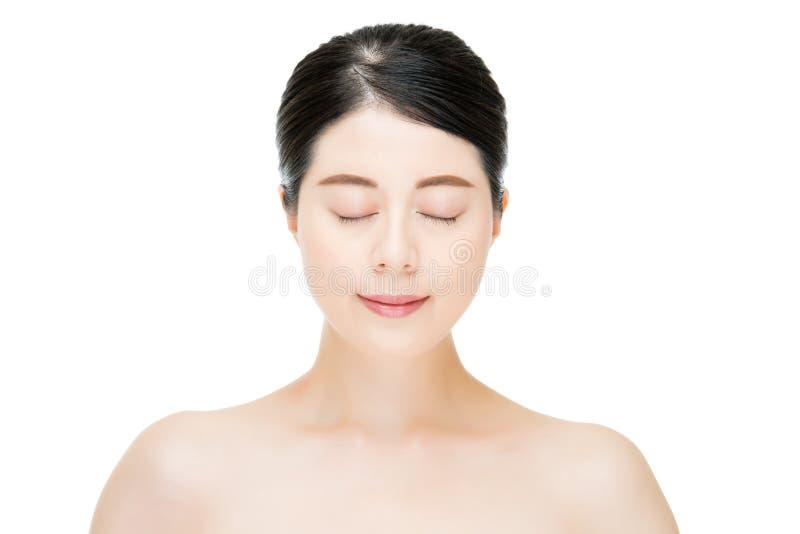Schöner asiatischer Frauenabschluß mustert mit Schönheitsmake-upgesicht stockbilder