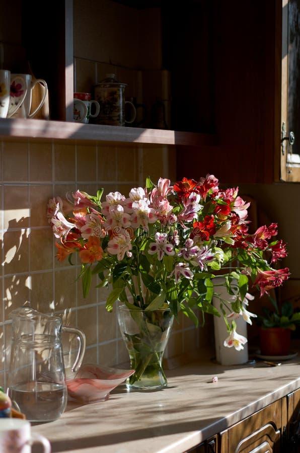 Schöner Asterblumenblumenstrauß stockfotografie