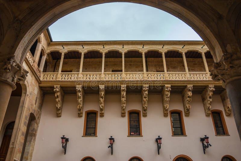 Schöner Balkon in Salina Palace-Hof stockfoto