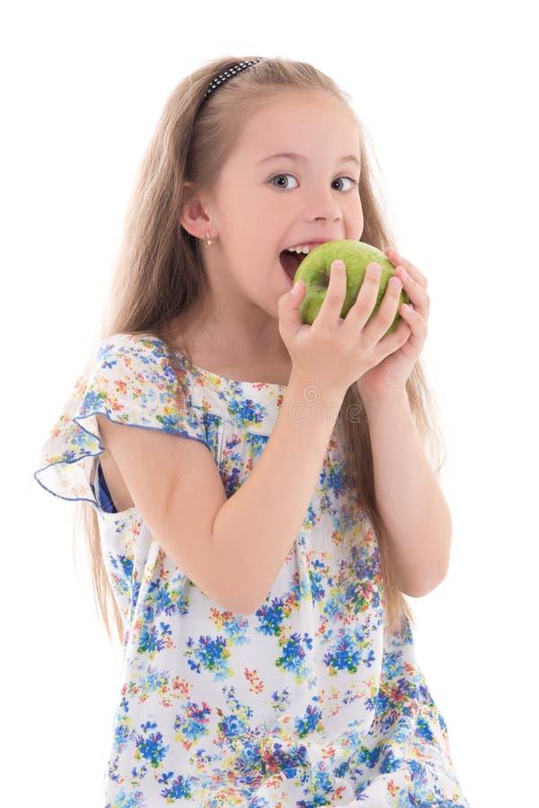 Schöner beißender Apfel des kleinen Mädchens lokalisiert auf Weiß stockfoto