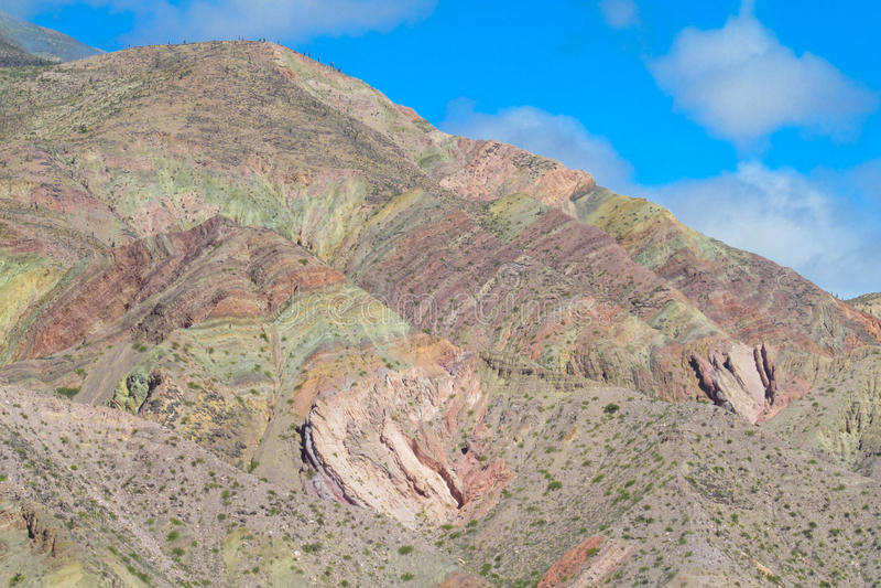 Schöner Berg in Purmamarca-Dorf, Argentinien stockbilder