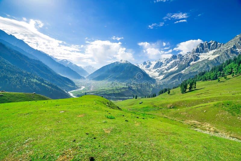 Schöner Bergblick mit Schnee von Sonamarg, Jammu und Kashmir Staat stockbild