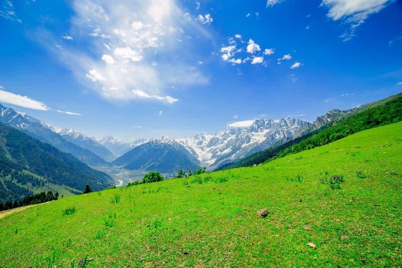 Schöner Bergblick mit Schnee von Sonamarg, Jammu und Kashmir Staat lizenzfreies stockfoto