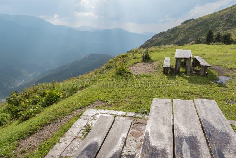 Schöner Bergblick von der Eho-Hütte Das Troyan Balkan ist außergewöhnlich malerisch und bietet eine Kombination von wunderbarem a stockbild