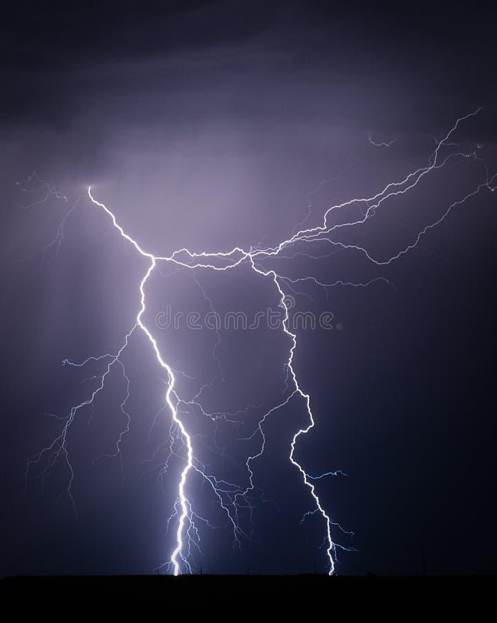 Schöner Blitzschraubenhintergrund lizenzfreies stockfoto