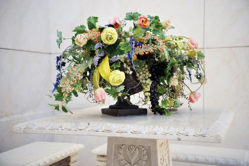Schöner Blumenstrauß lizenzfreie stockbilder