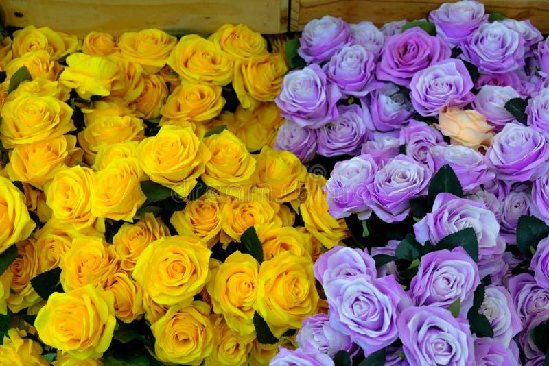 Schöner Blumenstrauß der Blumen Gelbe Ranunculus Blumen und scabi stockfoto