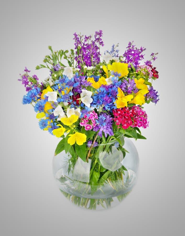 Schöner Blumenstrauß der wilden Blumen im Vase lizenzfreie stockfotografie