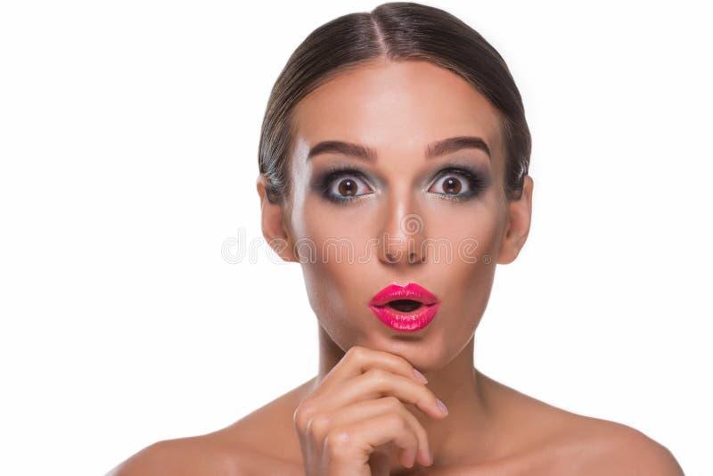 Schöner Brunette mit wow Gesicht stockfotografie