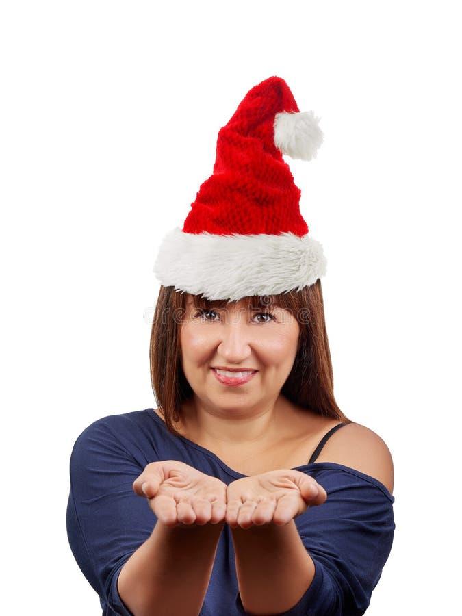 Schöner Brunettefrauen-Weihnachtsmann-Hut lokalisiert stockbilder