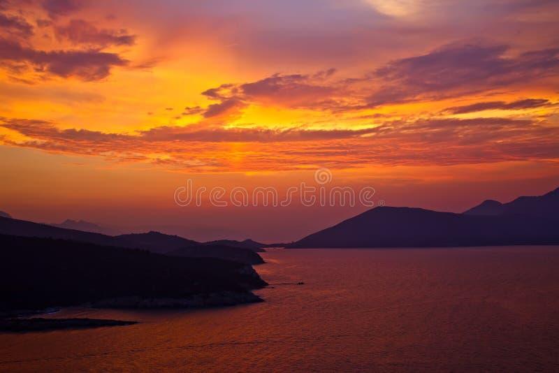 Schöner bunter Sonnenuntergang lizenzfreie stockfotos