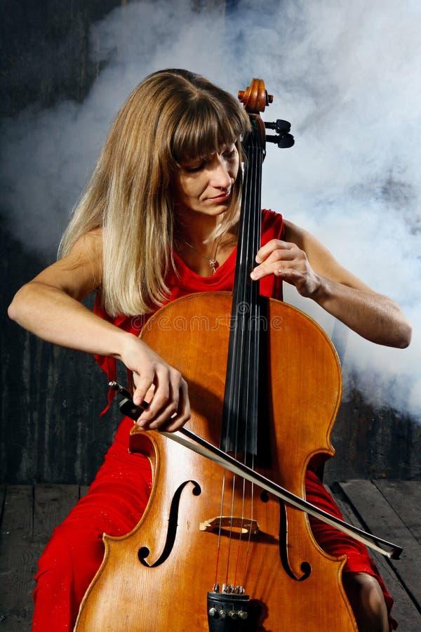 Schöner Cellomusiker lizenzfreie stockfotos