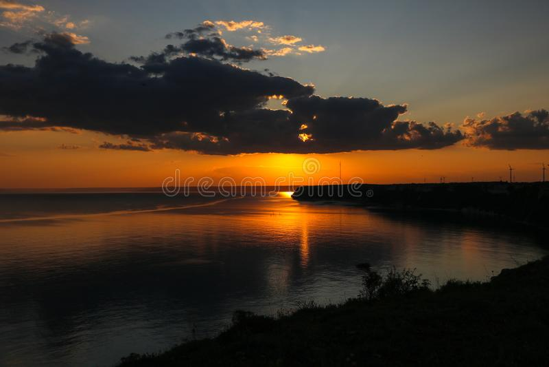 Schöner, dramatischer Sonnenuntergang auf Kap Kaliakra, Schwarzes Meer, Bulgarien lizenzfreie stockbilder