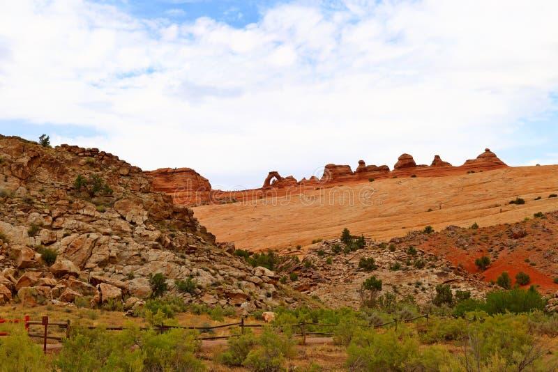 Schöner empfindlicher Bogen am Bogen-Nationalpark in Utah stockfotografie
