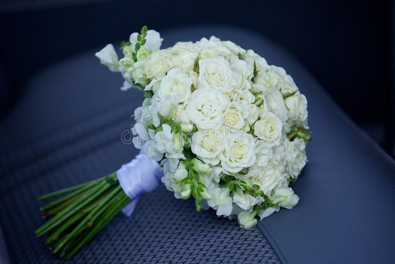 Schöner farbiger Heiratsblumenstrauß stockbilder