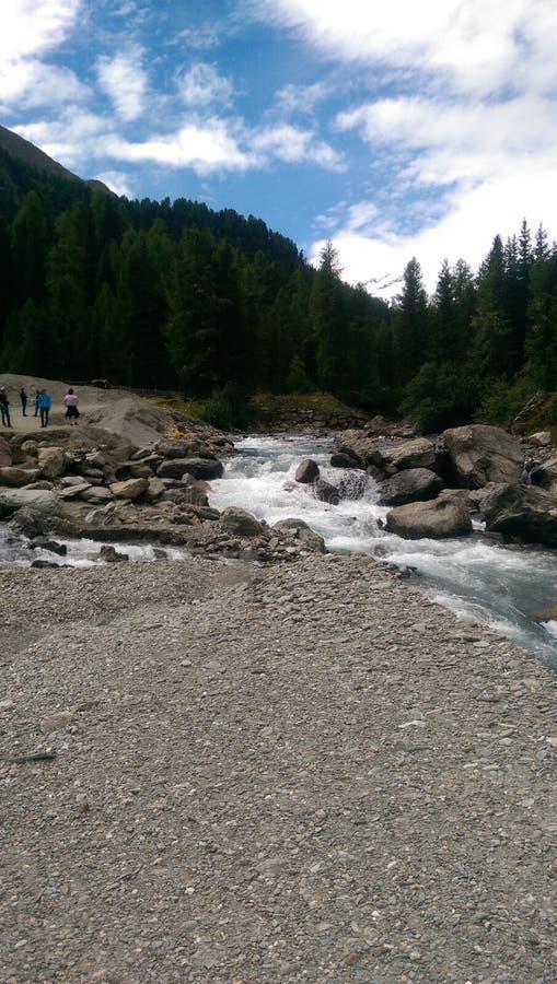 Schöner Fluss lizenzfreie stockfotos