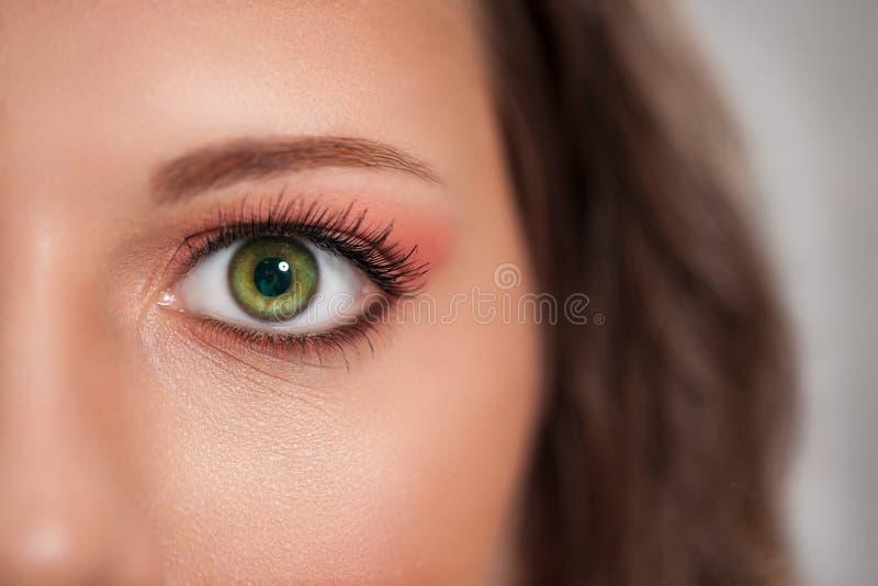 Schöner Frau Augenabschluß oben lizenzfreie stockfotografie