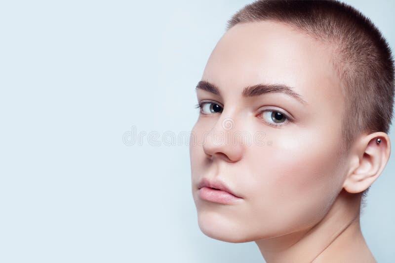 Schöner Gesichts-junge Frauen-sauberer neuer Hautabschluß oben stockfotografie