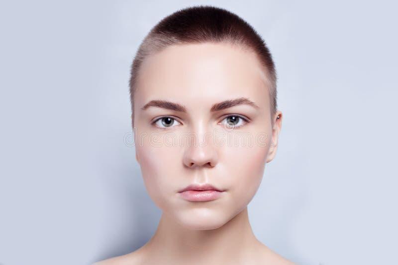Schöner Gesichts-junge Frauen-sauberer neuer Hautabschluß oben stockbild