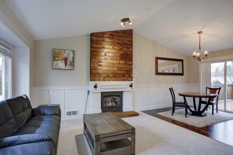 Schöner heller Hauptinnenraum mit gewölbter Decke stockbilder