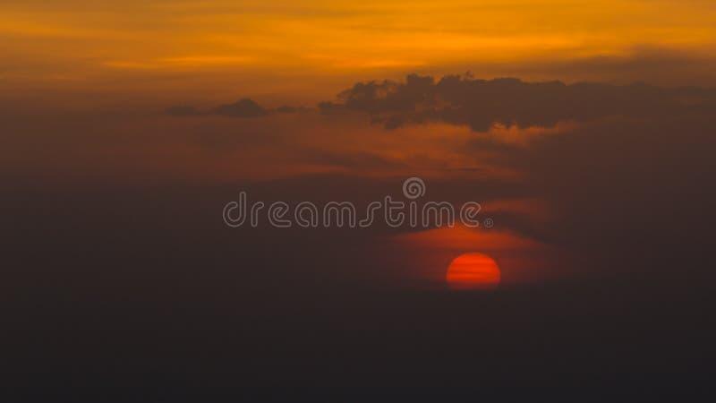 Schöner Himmel der Sonnenuntergang-Ansicht lizenzfreies stockfoto