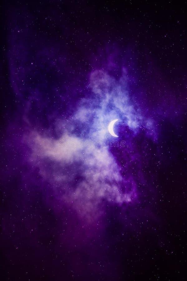 Schöner Himmel mit Halbmond lizenzfreie stockfotografie