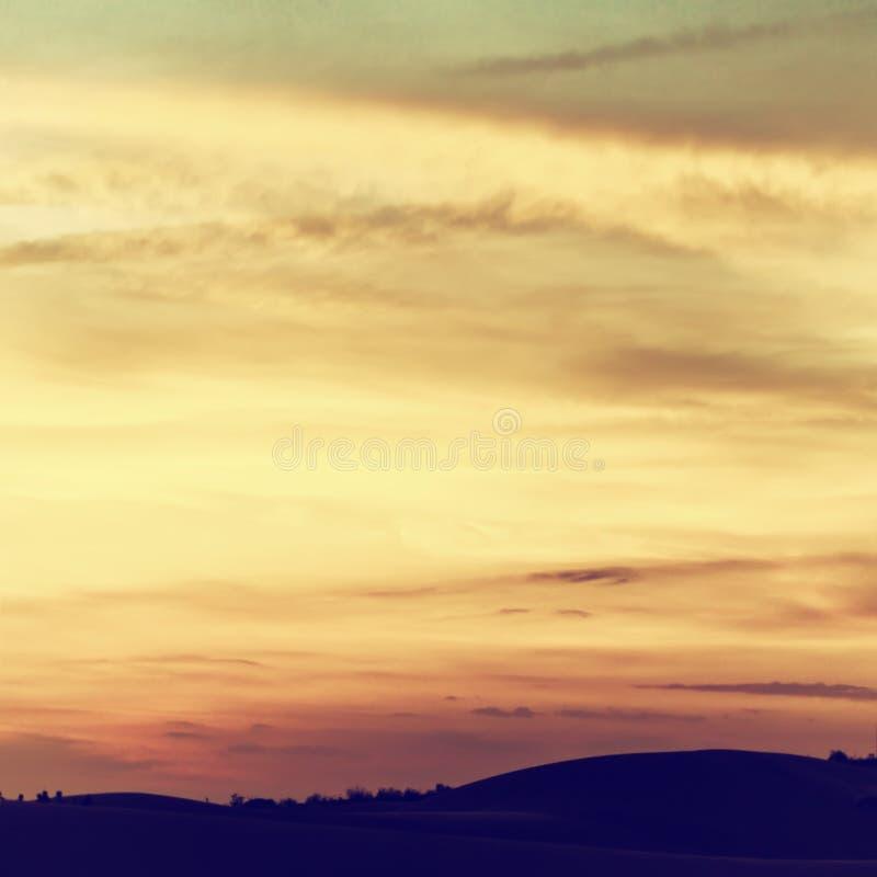 Schöner Himmel mit Wolken bei Sonnenuntergang lizenzfreie stockfotografie
