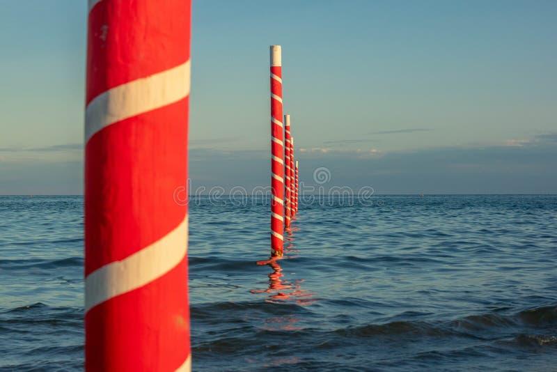 Schöner Hintergrund mit Bildern eines wunderbaren Strandes und des schönen Meeres in Italien, Jesolo-Strand in Venedig in Venetie lizenzfreies stockbild