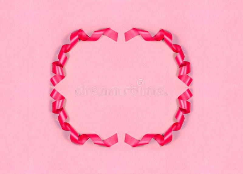 Schöner Hintergrund mit rosa Band-Rahmen Elegante Geschenk-Karte, Plakat oder Einladung mit Kopien-Raum Verzierte Fahne stockfotografie