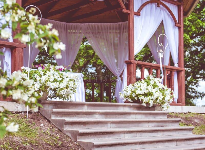 Schöner Hochzeit Gazebo lizenzfreies stockfoto