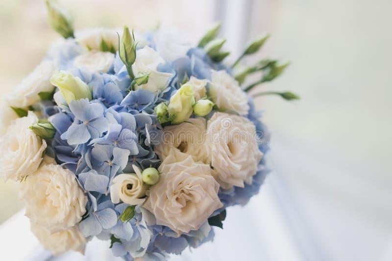 Schöner Hochzeitsblumenstraußabschluß herauf im Freien Details, Blumenblätter, Blätter lizenzfreie stockfotos