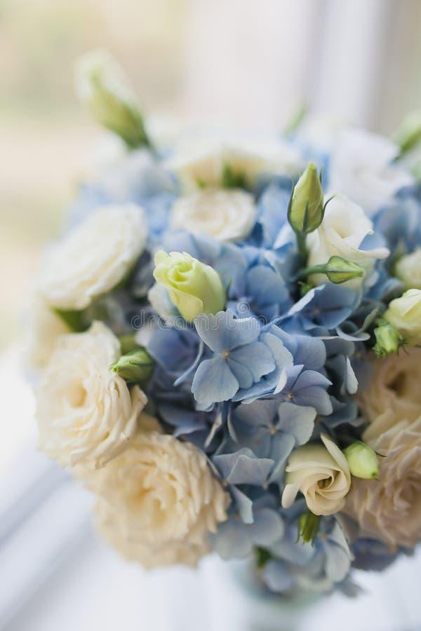 Schöner Hochzeitsblumenstraußabschluß herauf im Freien Details, Blumenblätter, Blätter stockfotos