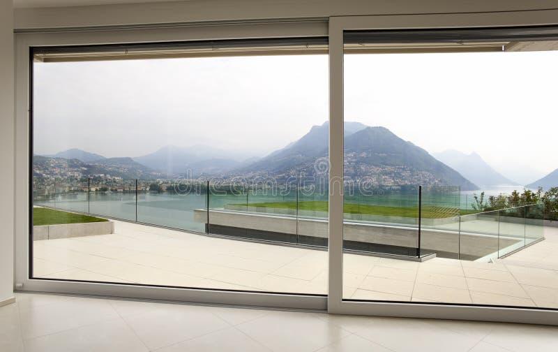 Schöner Innenraum eines modernen Hauses lizenzfreie stockfotos