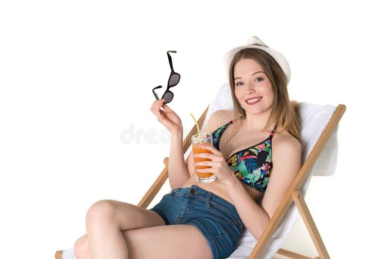 Schöner Jugendlicher in der Sommerausstattung stockfoto