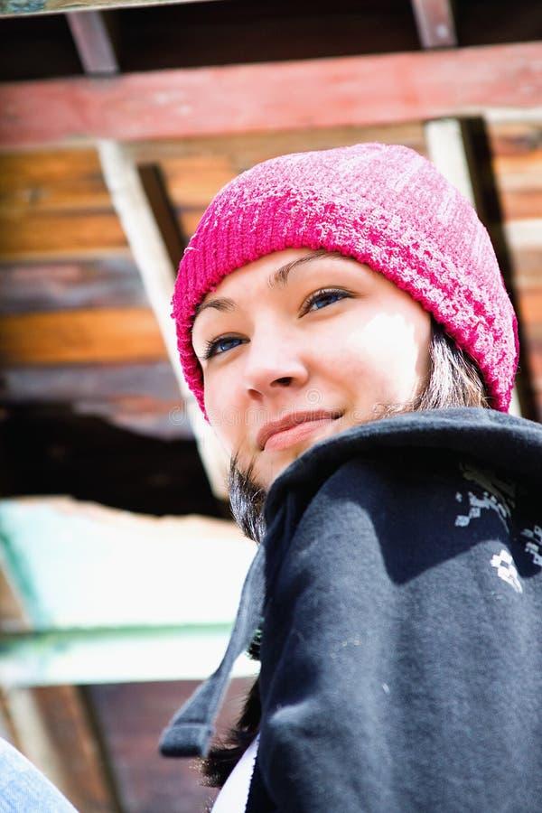 Schöner Jugendlicher mit einem Hut stockbilder