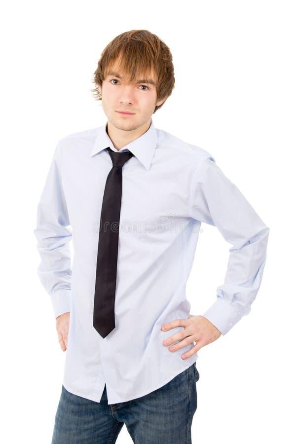 Schöner junger Mann, der vor der Kamera, in einem Hemd aufwirft lizenzfreie stockfotografie