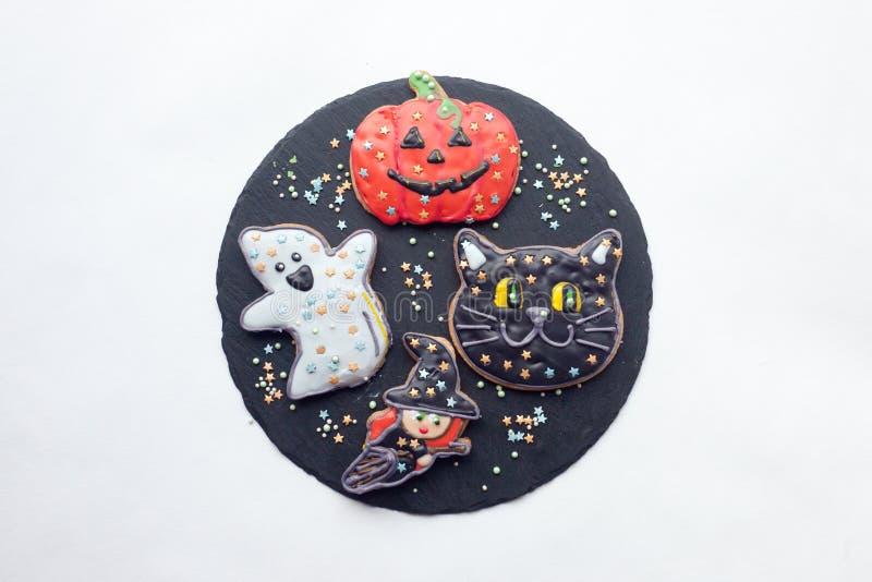 Schöner Lebkuchen für Halloween auf dem Tisch horizontale Ansicht von oben, minimales Konzept lizenzfreies stockbild