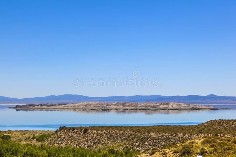 schöner Monosee in Kalifornien lizenzfreie stockfotos