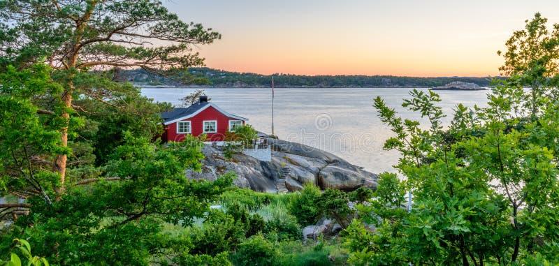 Schöner norwegischer Meerblick durch die Küste von Sandefjord, Norwegen stockfotos