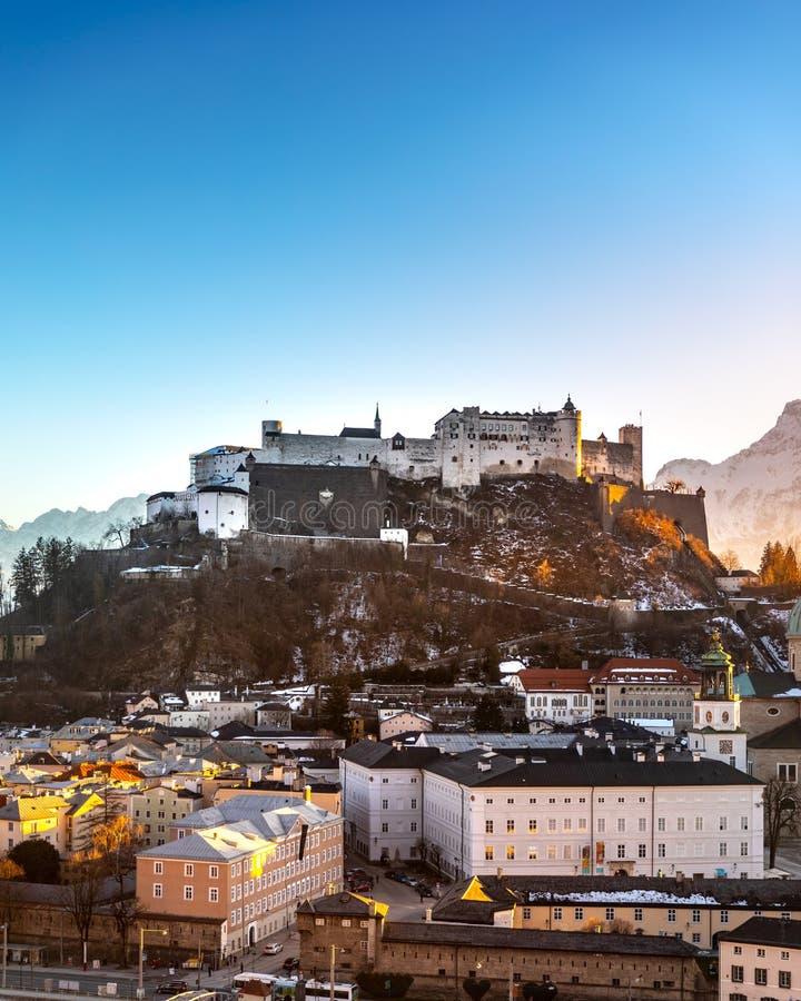 Schöner Panoramablick der historischen Stadt von Salzburg im Winter, Österreich lizenzfreie stockfotos