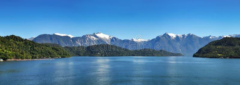 Schöner Panoramablick von chilenischen Fjorden lizenzfreie stockfotos