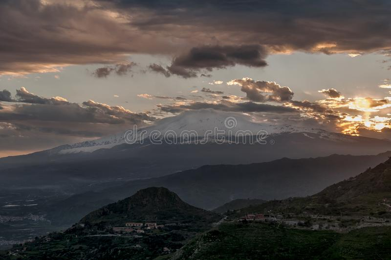 Schöner Panoramablick von Taormina von Castelmola, Messina, Sizilien, Italien stockbild