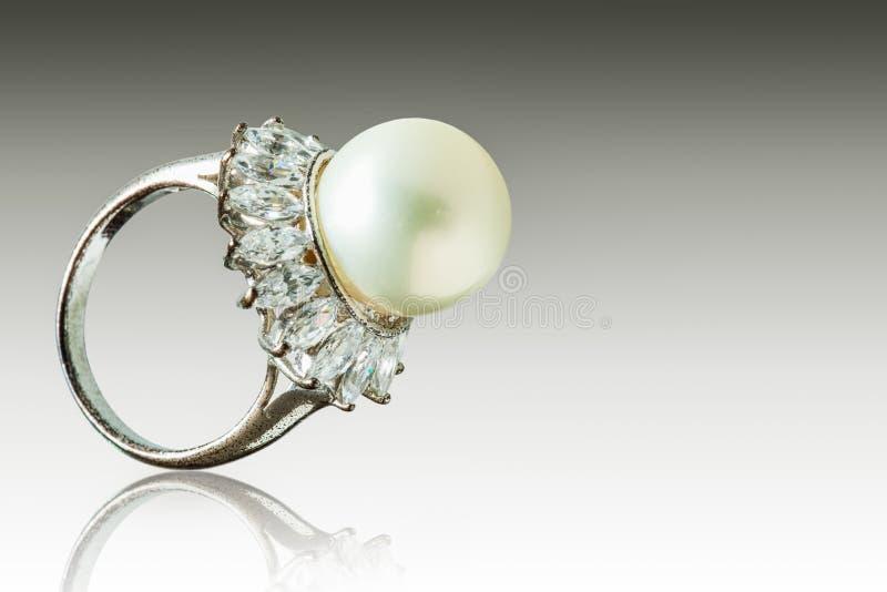 Schöner Perlenring stockfotografie
