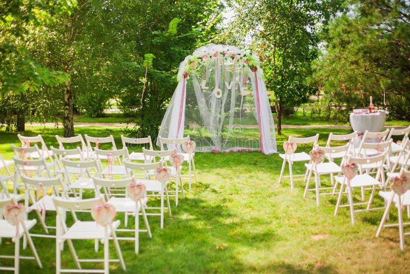 Schöner Platz für äußere Hochzeitszeremonie stockbilder