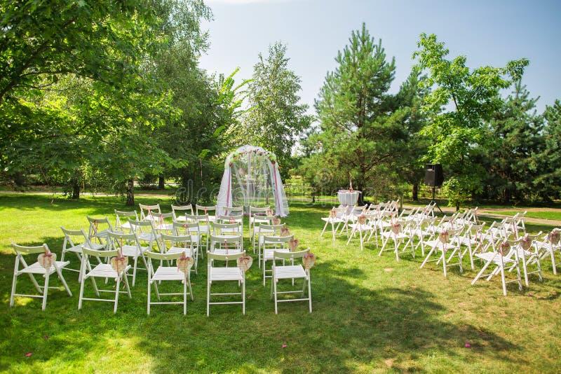 Schöner Platz für äußere Hochzeitszeremonie lizenzfreies stockfoto