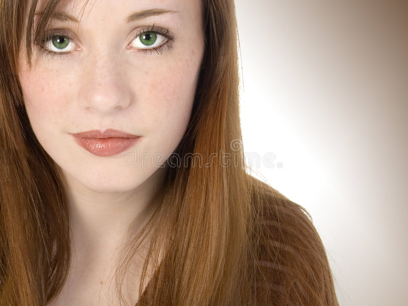 Schöner Redhead jugendlich lizenzfreies stockbild
