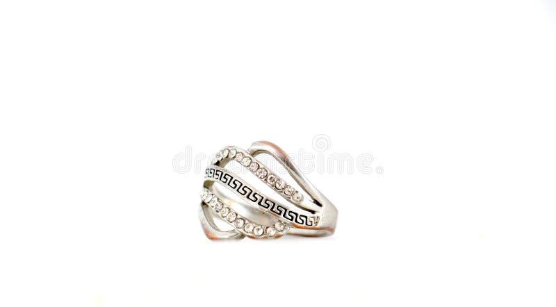 schöner Ring mit dem Edelstein lokalisiert auf Weiß lizenzfreies stockfoto