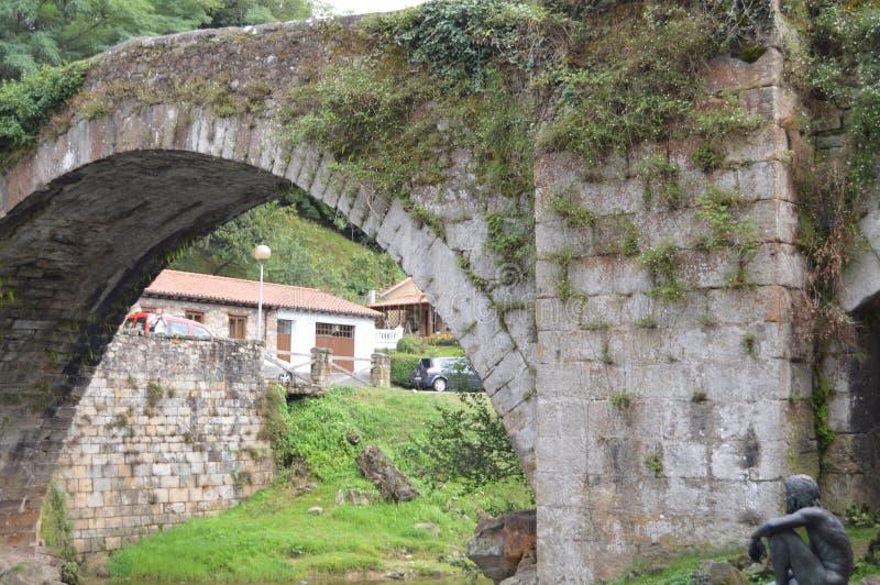 Schöner Roman Bridge That Really Was errichtet im 16. Jahrhundert von Bartolome De La Hermosa In Lierganes 24. August 2013 stockfotos