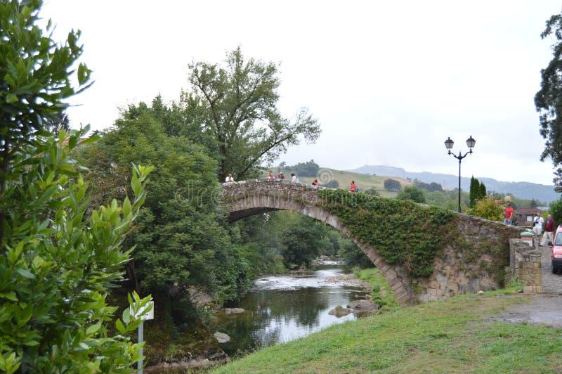 Schöner Roman Bridge That Really Was errichtet im 16. Jahrhundert von Bartolome De La Hermosa In Lierganes 24. August 2013 stockfotografie