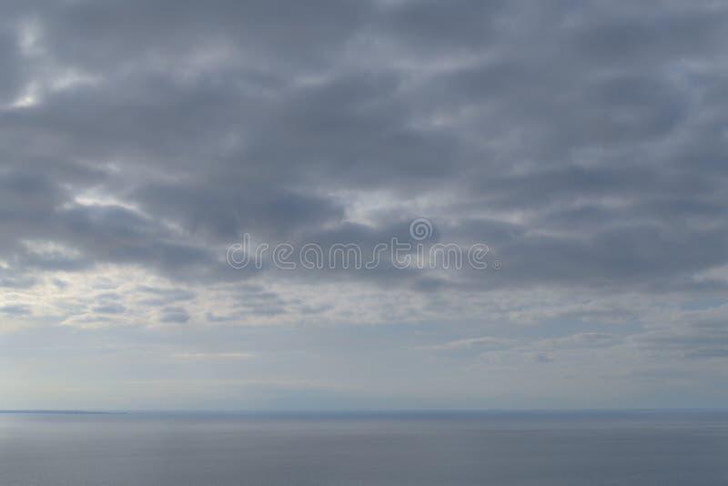 Schöner, ruhiger Blick auf Meer und Himmel stockbilder